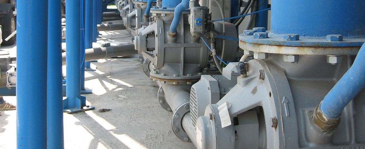 Rotary feeders and diverter valves